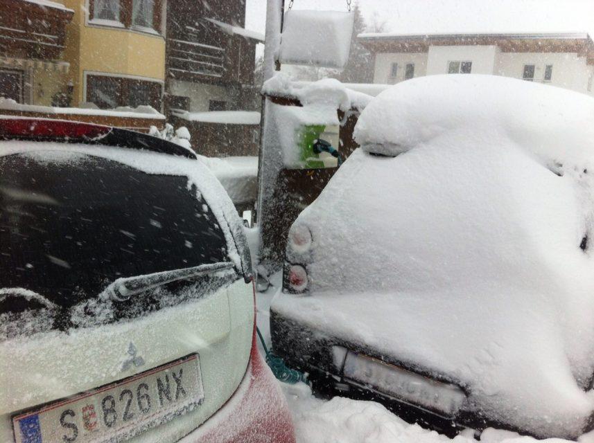 Von wegen Elektroautos sind nicht winterfest – auch deren Ladestationen trotzen jedem Schneesturm!