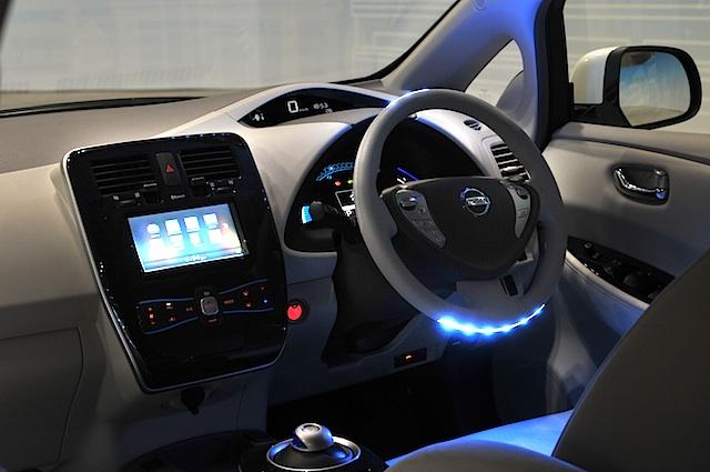Zukünftiger Nissan Leaf geht alleine auf Parkplatzsuche