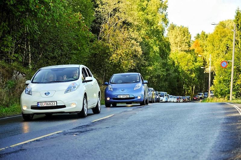 Nissan Leaf im Konvoi