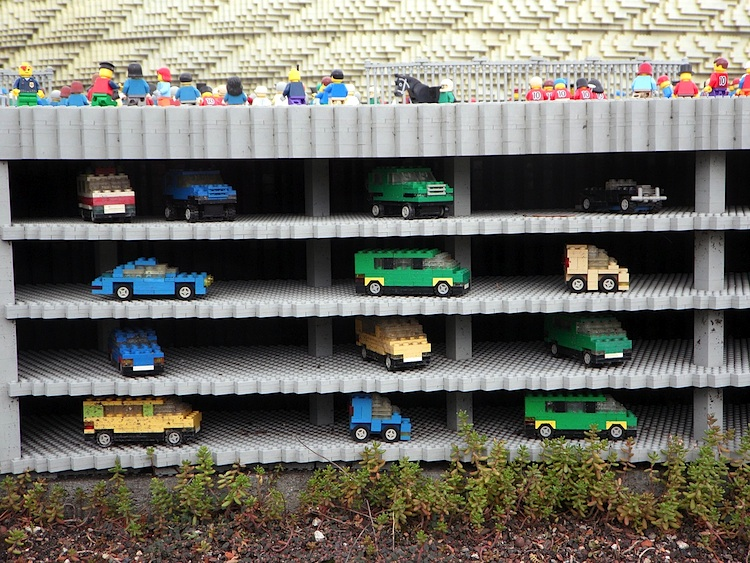 legoautos parkhaus