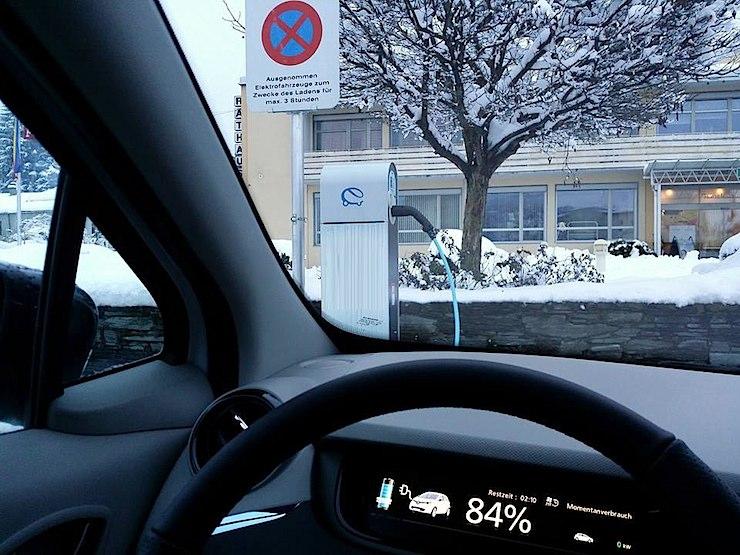 ZOE_winterfahrt_ladestation