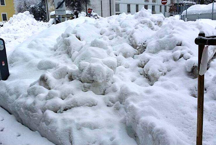 ZOE_winterfahrt_schneehaufen