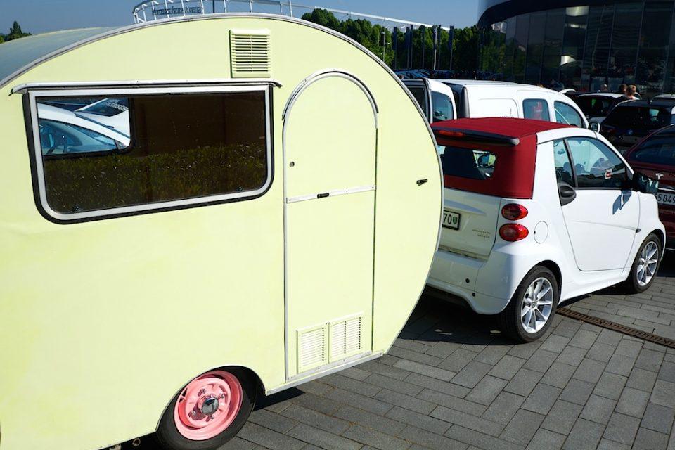 Smart mit Wohnwagen