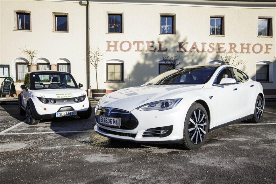 Tazzari Zero und Tesla Model S - der elektrische Fuhrpark des Kaiserhofs in Salzburg.