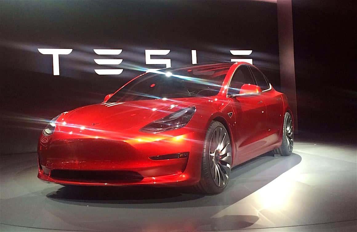 NEWS: Sitzprobe im Tesla Model 3 und 1. Testfahrt bei der Weltpremiere