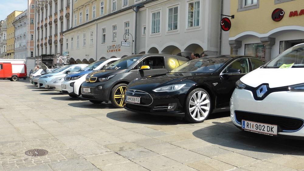 KFZ-Versicherungs-Tipps für 2017 – E-Autos steuerlich bevorteilt
