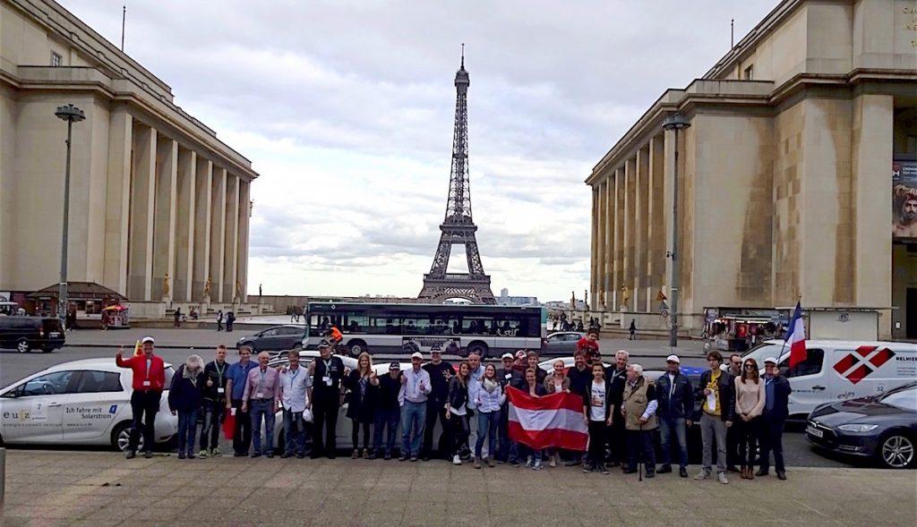 Die Teilnehmer der eTourEurope am 2. Mai 2016 in Paris beim Gruppen-Foto