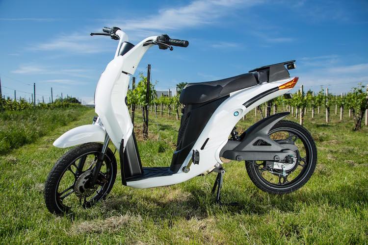 iO Power-Roller fusioniert mit iO Fahrzeuge und bringt Elektroroller ins Rollen…