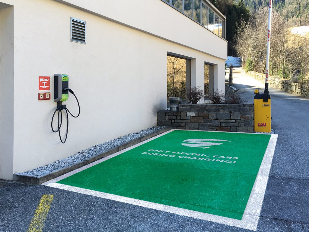 Österreich: Greenstorm Mobility kooperiert mit SMATRICS bei neuem E-Tankstellen-Netz