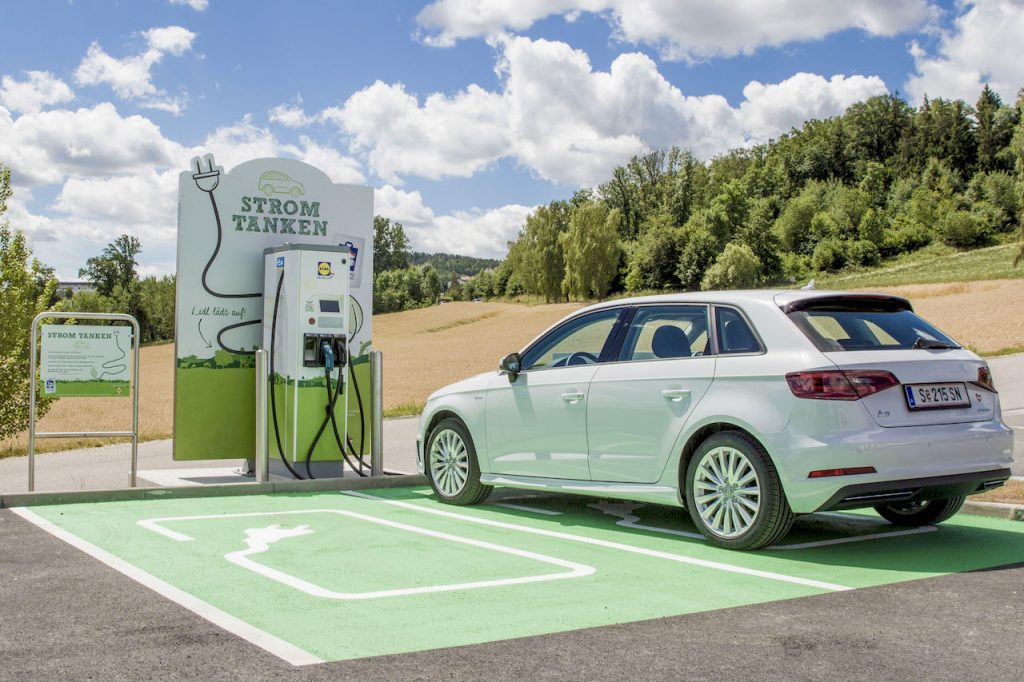 Load free electric car at about 30 E-filling stations Lidl Austria